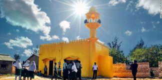 Masjid dan Gereja Di Kenya Dicat Warna Kuning