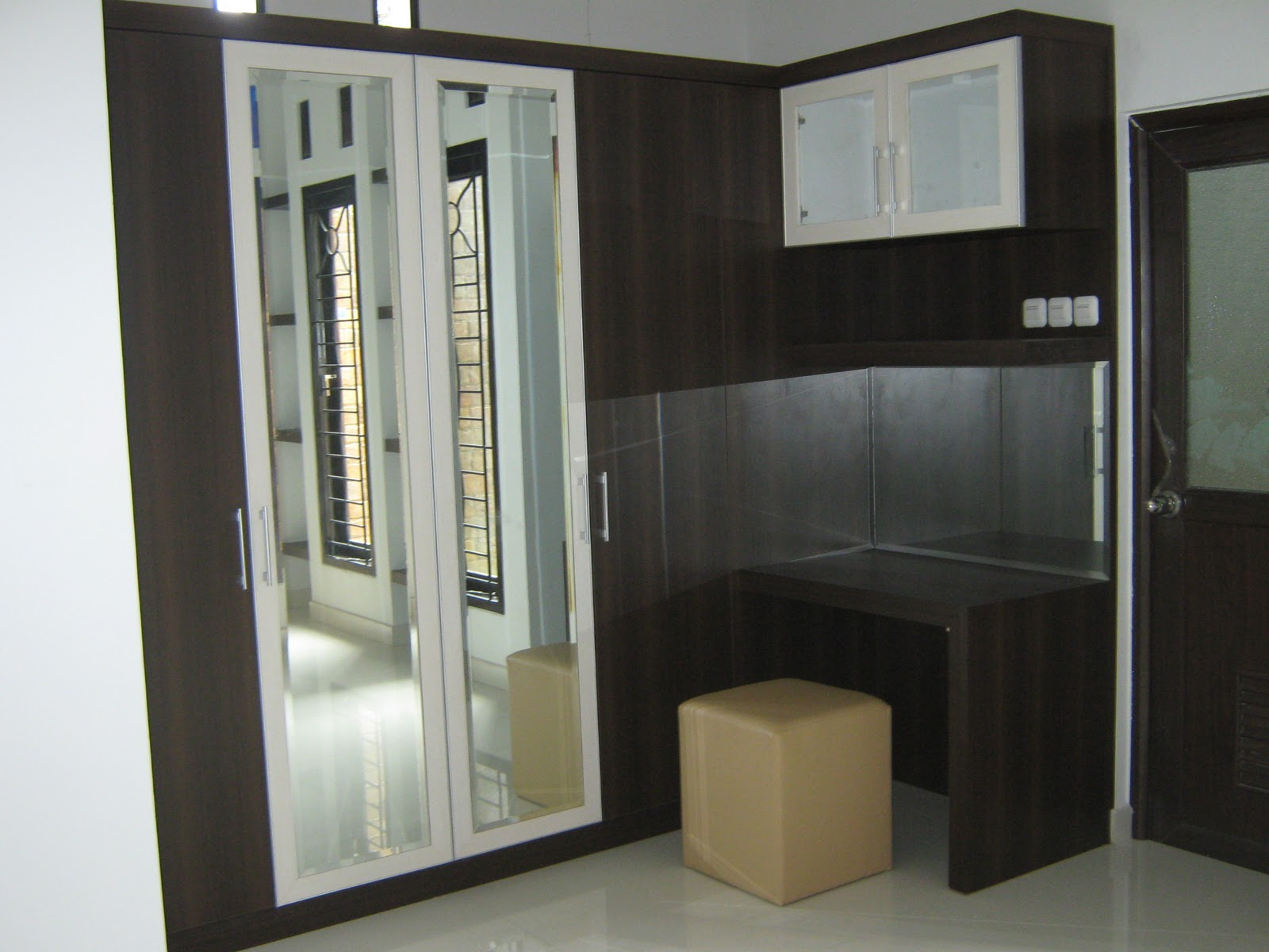 lemari-pakaian-minimalis-model