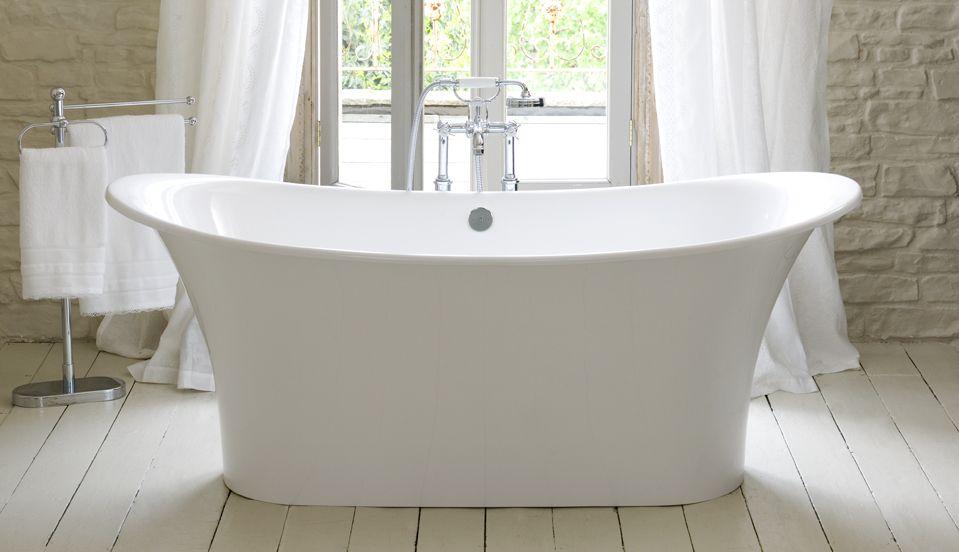 white-freestanding-bath-tub