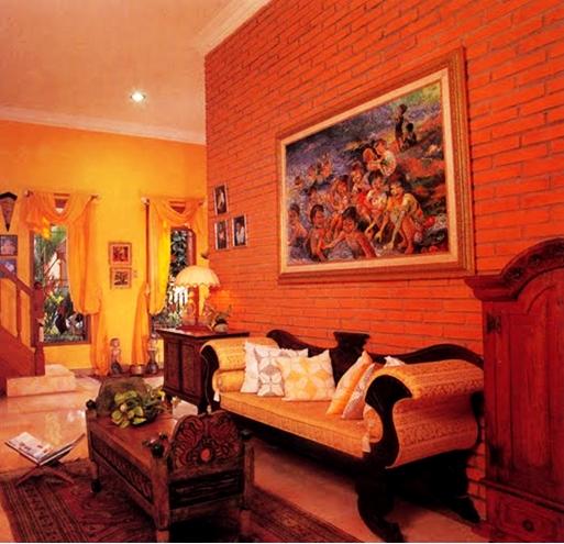 Ruang tamu dengan menonjolkan bata merah