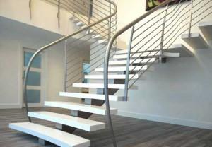 tangga-kayu-elegan-300x208