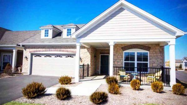 desain-rumah-gaya-amerika-minimalis-putih-600x338