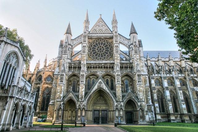 8 Arsitektur Katedral Yang Mirip Dengan Sekolah Harry Potter