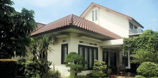 Rumah Dengan Konsep Terbuka dan Nuansa Hijau