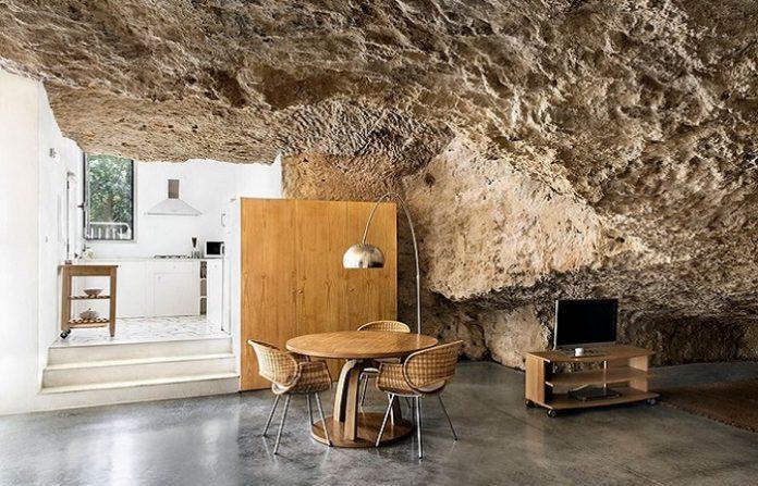 Rumah Gua Di Spanyol Tawarkan Sensasi Hidup di Zaman Purba