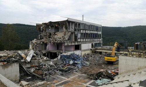 Gedung Sekolah Terlantar Diubah Menjadi Menakjubkan