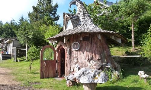 Rumah Hobbit Dari Batang Pohon Raksasa. KEREN!!