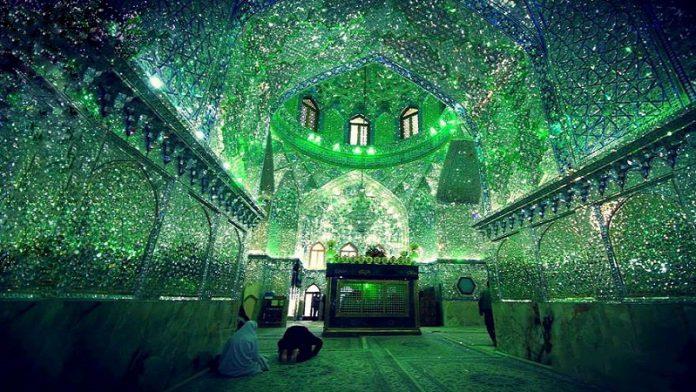 Interior Masjid di Iran Pantulkan Cahaya bak Berlian