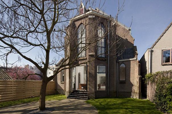 Gereja Dirubah Menjadi Rumah Keluarga Moderen, Holland