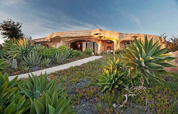 Rumah Yang Terinspirasi Dari Flinstones Dick Clark, USA