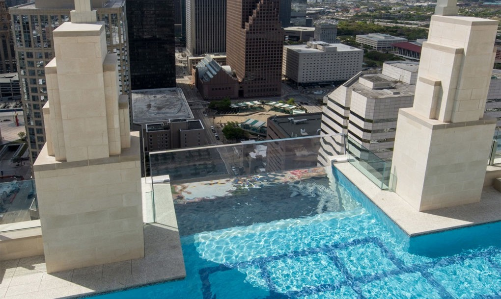 Kolam Renang Lantai Kaca di Market Square Tower Houston Cantilever