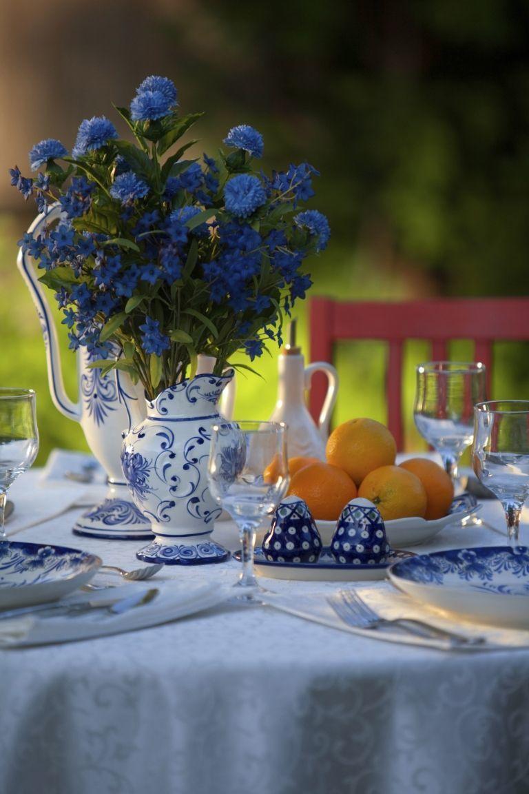 meja makan biru putih yang begitu segar untuk hiburan musim panas
