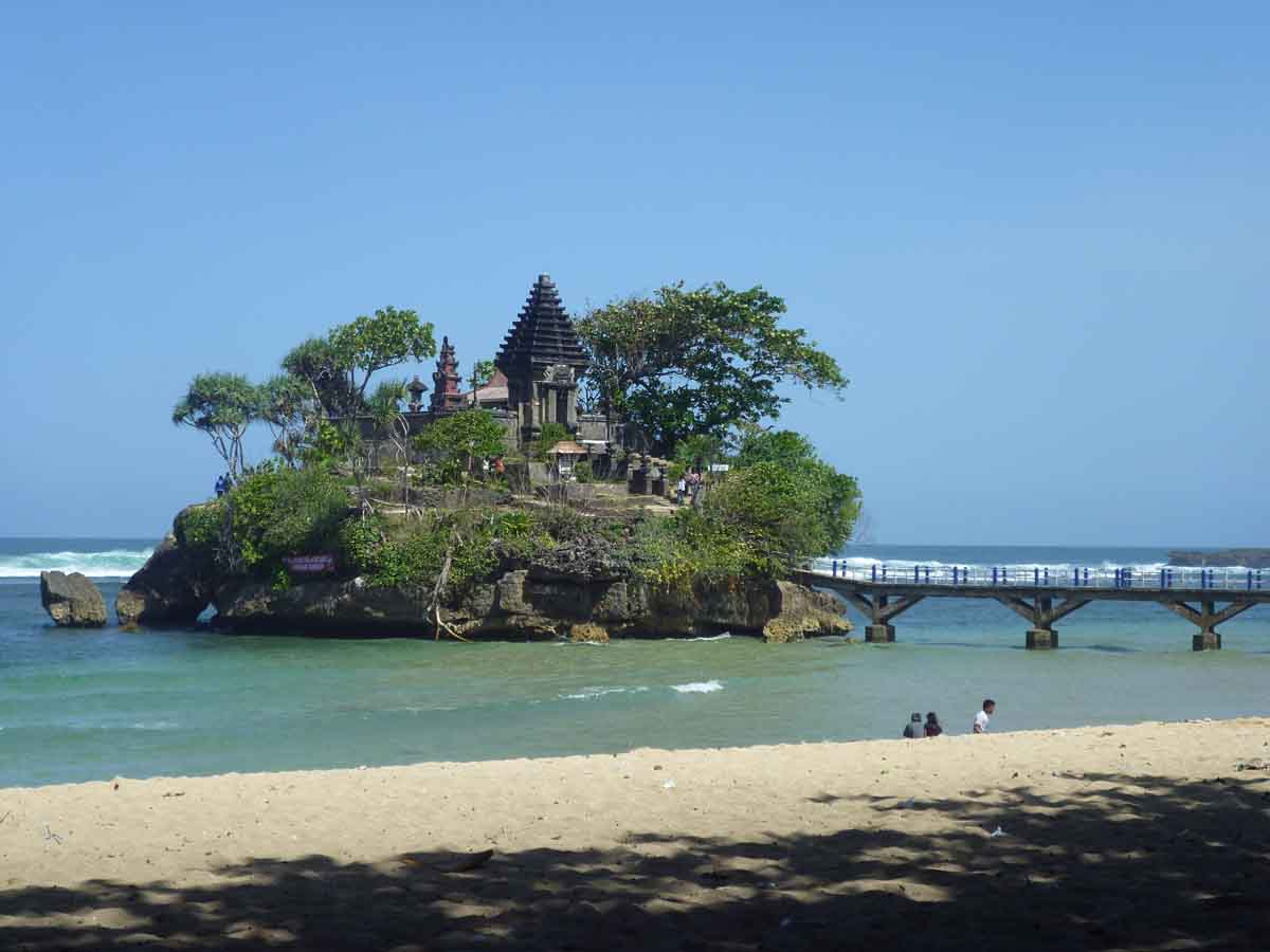 Pantai Balekambang di Malang