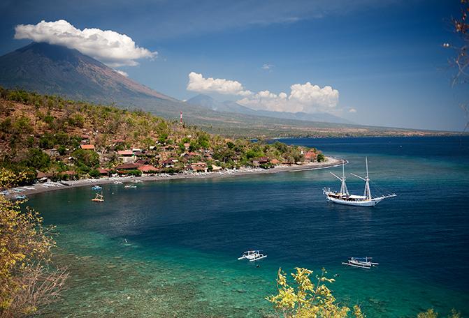 Pantai Jemeluk di Bali