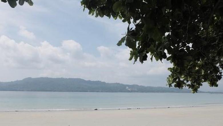 Pantai Natsepa di Ambon