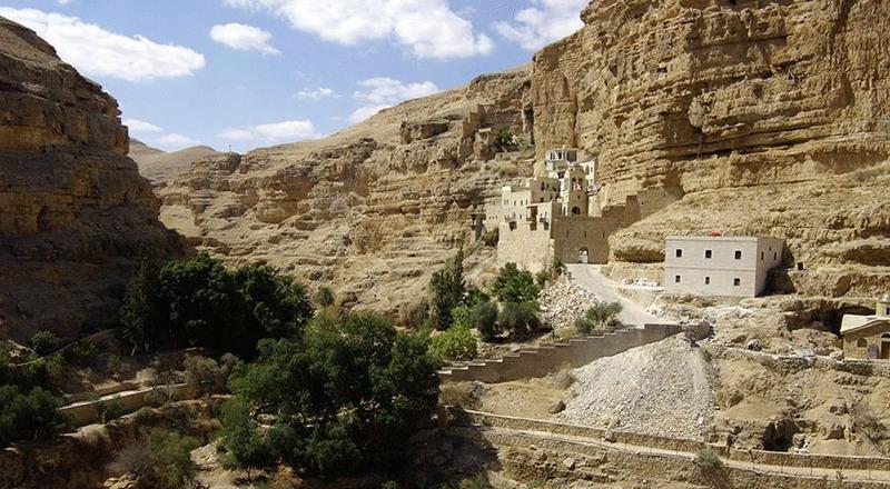 Hasil gambar untuk kota tua jericho dekat sungai yordan