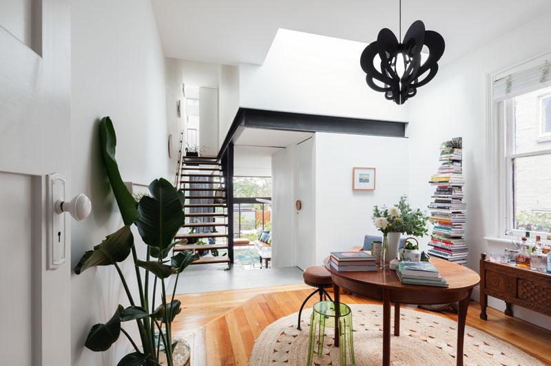 Desain Rumah Berlantai Dua Seperti Rumah Pohon
