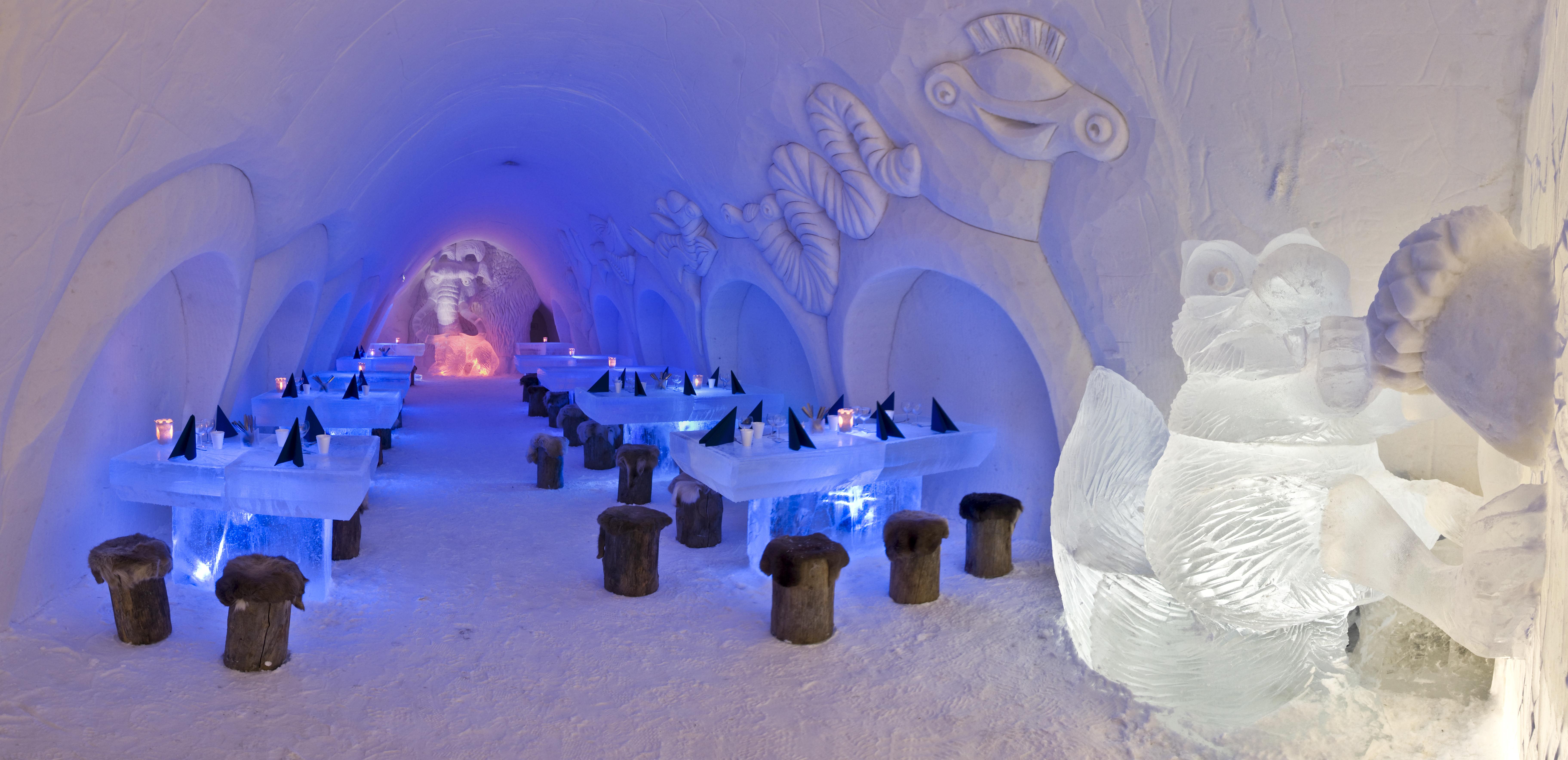 bangunan yang terbuat dari es dan salju