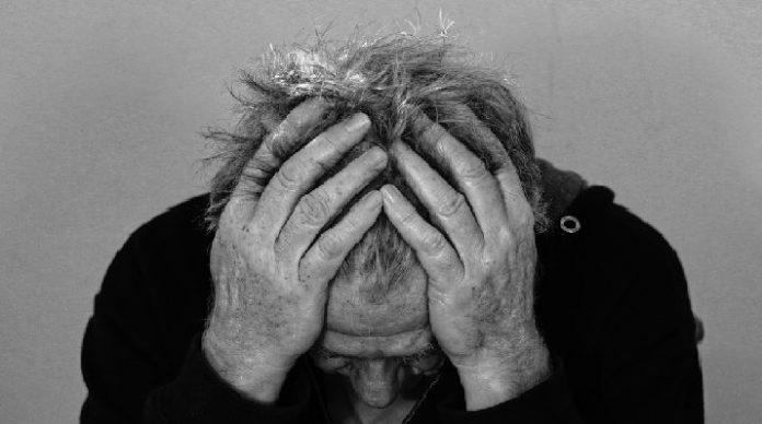 Garuk Kepala Pas Lagi Stress Ada Manfaatnya loh!