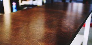 cara mengkilapkan perabot kayu dengan bahan alami