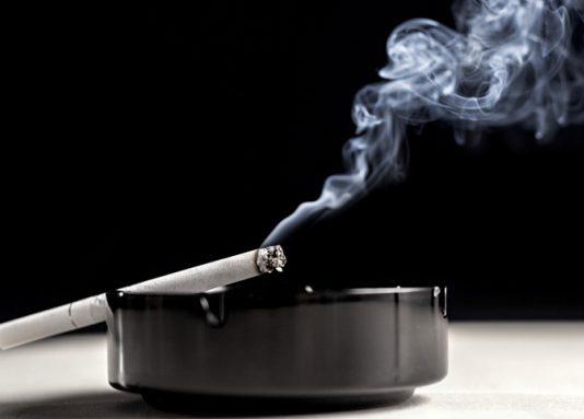 Hilangkan bau asap rokok dirumah anda dengan 4 cara ini