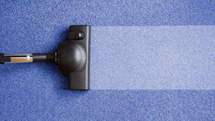 cara membersihkan wallpaper rumah dengan benar tanpa membuat terkelupas