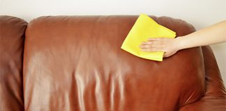 4 cara membersihkan sofa berbahan kulit
