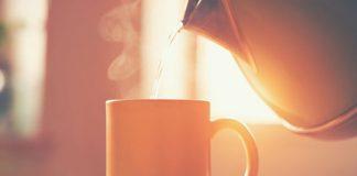 manfaat minum air hangat pada pagi hari untuk kesehatan