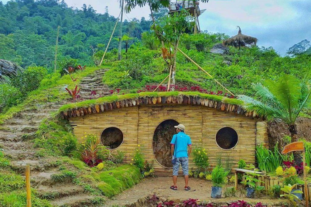 Unik! Begini Penampakan Wisata Rumah Hobbit di Indonesia!