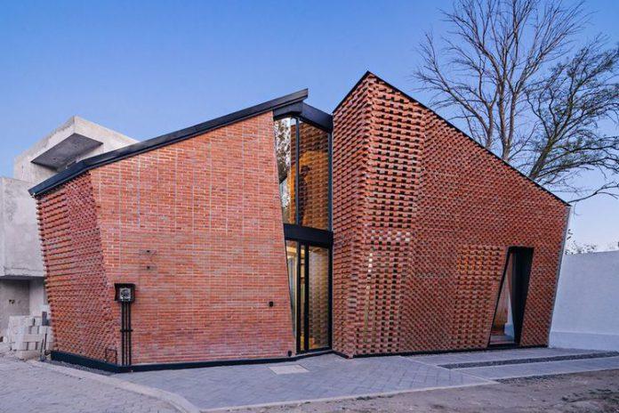 UNIK! Begini Penampakan Rumah Dengan Desain Dinding Bercelah