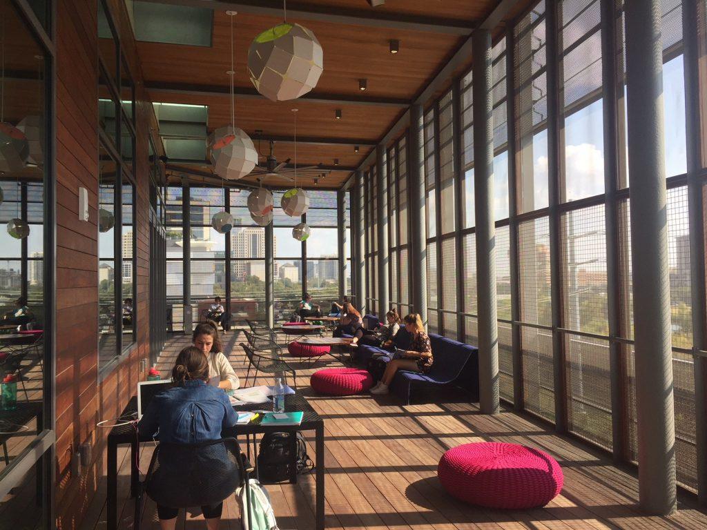 KEREN! Ini 4 Perpustakaan Dengan Desain Bangunan Yang Modern dan Futuristik