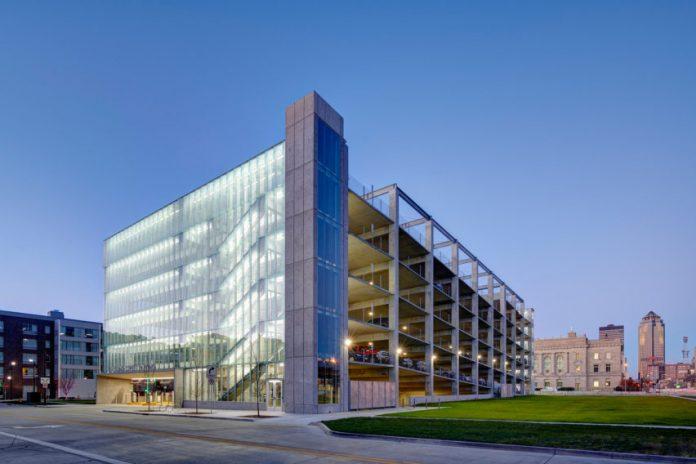 Gedung Parkir Dengan Desain Estetik dan Ciamik Dari Kaca