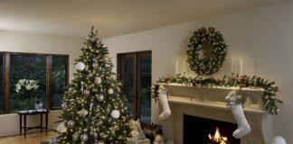 4 Tips Agar Pohon Natal Asli Tetap Segar