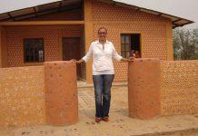 Inspiratif! Rumah Dari Botol Bekas Untuk Bantu Warga Kurang Mampu