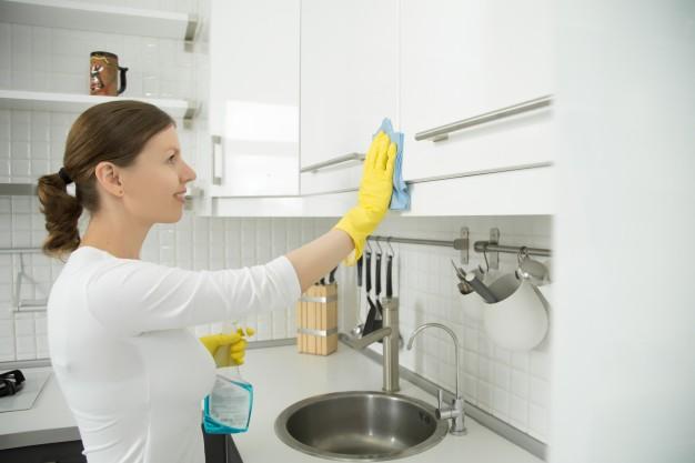 Cara Membersihkan Lemari Dapur Dari Kayu Secara Efisien