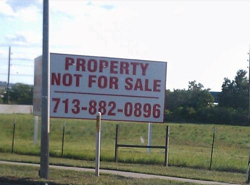 Demi menarik minat paembeli, terkadang penjual dapat melakukan hal-hal